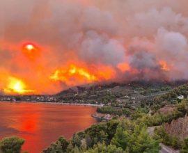 Εκκενώνεται το χωριό Κεχριές στην Εύβοια λόγω της πυρκαγιάς