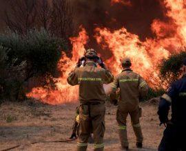Διασωληνώθηκαν δύο εθελοντές πυροσβέστες που νοσηλεύονται στο ΚΑΤ