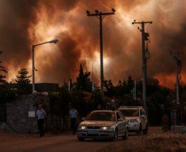 Δραματικές ώρες: Εκκενώνονται Άγιος Στέφανος, Καπανδρίτι, Πολυδένδρι