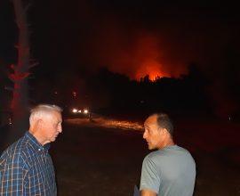 Π.Ε. Αν. Αττικής: Στο μέτωπο της φωτιάς που ξέσπασε στην περιοχή Λιβίσι της Ν. Μάκρης ο Θανάσης Αυγερινός