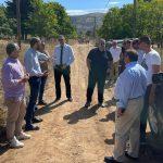 ΠΔΕ: Επίσκεψη Φαρμάκη στον δρόμο Κουνινά – Ρακίτα όπου ξεκίνησαν οι εργασίες κατασκευής του οδικού άξονα