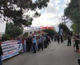 Με έντονες αποδοκιμασίες υποδέχτηκαν τον Πλεύρη στη Θεσσαλονίκη υγειονομικοί και μέλη του ΕΚΑΒ