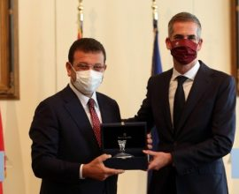 Συνάντηση Ιμάμογλου-Μπακογιάννη: «Αθήνα και Κωνσταντινούπολη μπορούν να χτίσουν γέφυρες ειρήνης»