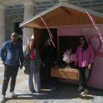 Δήμος Πύργου: Έτοιμο το περίπτερο με τα βραχιολάκια για τον καρκίνο του μαστού στην πλατεία