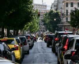 Η Αθήνα μετατράπηκε σε απέραντο πάρκινγκ – Κίνητρα για χρήση ΜΜΜ ζητούν οι συγκοινωνιολόγοι
