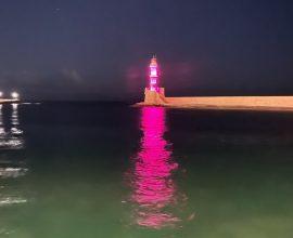 Σε ροζ χρώμα ο Φάρος στο Ενετικό Λιμάνι Χανίων, για την Παγκόσμια Ημέρα κατά του Καρκίνου του Μαστού