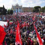 Τα ιταλικά συνδικάτα διαδηλώνουν στη Ρώμη κατά του φασισμού και των ατομικών ελευθεριών